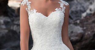 [243.60] Attraktiver Tüll V-Ausschnitt Natürliche Taille A-Linie Brautkleid Mit Spitzenapplikationen